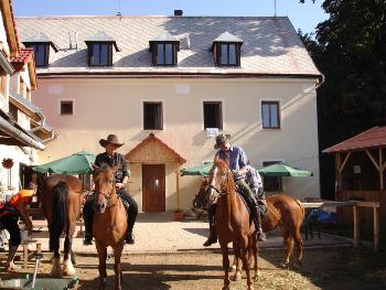 Holiday Company, Horse Trekking Station, Ranch with Winter Snow Activities, Farm, Riding Stable, Children's Holiday Company, Hotel for Horsemen in Trebusin / Litomerice